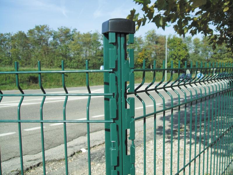 montaggio-pali-plastificati-recinzioni-prato
