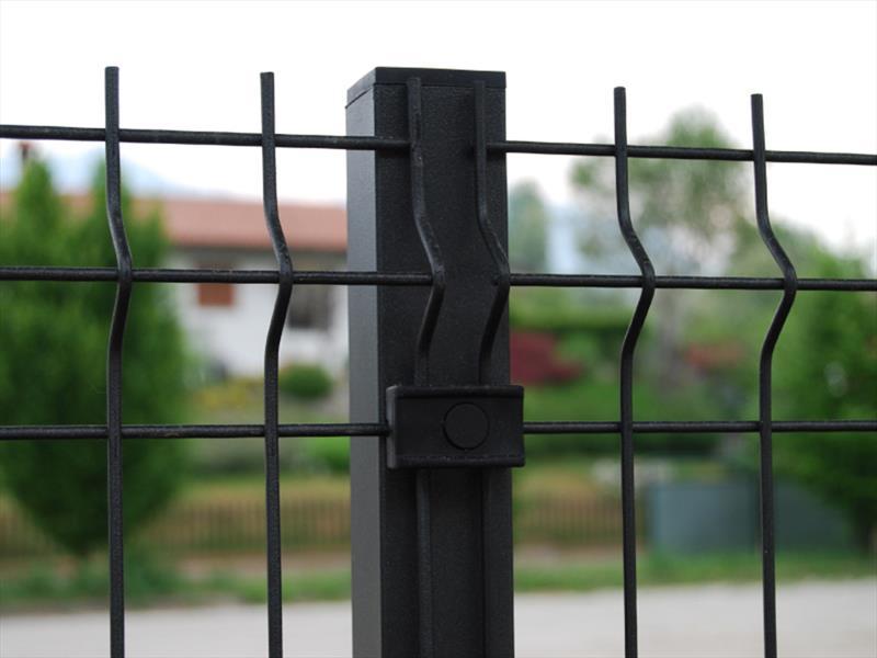 montaggio-pali-plastificati-recinzioni-grosseto