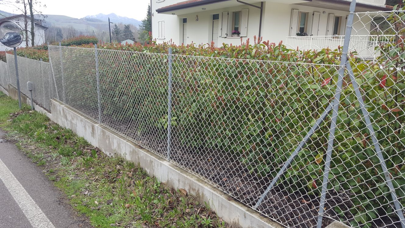montaggio-pali-plastificati-recinzioni-ravenna
