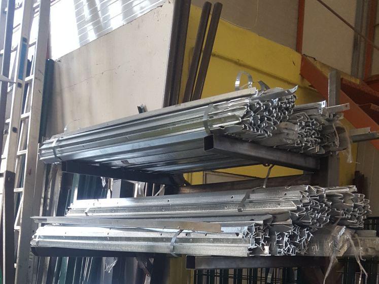 montaggio-pali-legno-trattati-acciaio-cor-ten-ravenna